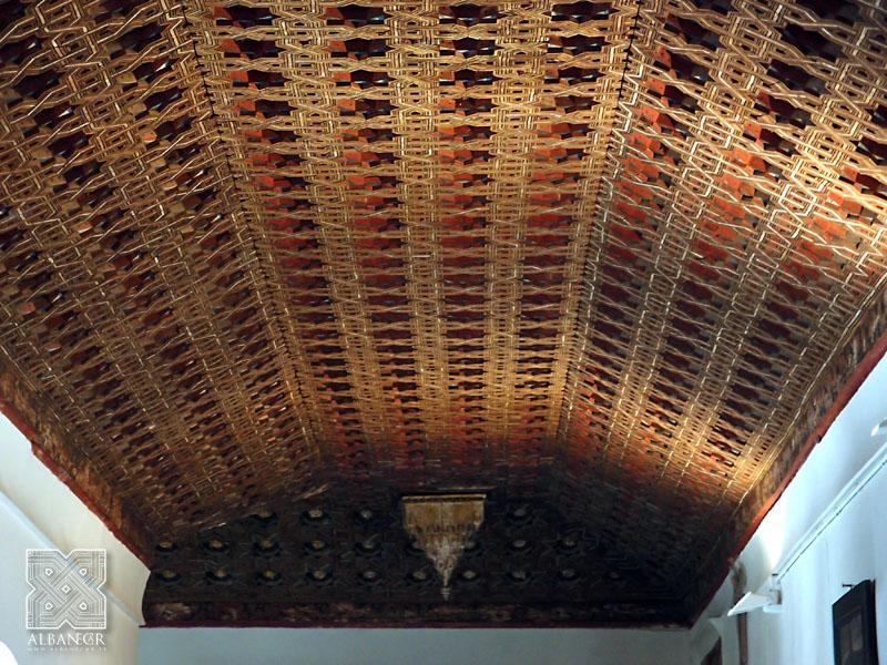 Armadura apeinazada del claustro. © Albanécar