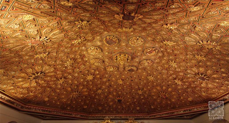 Armadura ataujerada sobre la Sala Capitular. © Albanécar