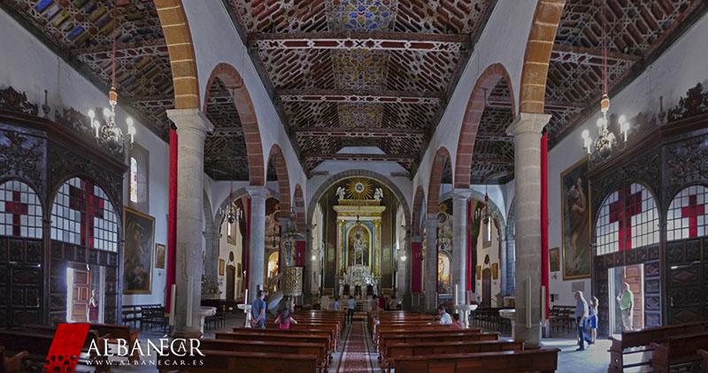 Vista de las naves de la iglesia de El Salvador, en Santa Cruz de la Palma. © Albanécar, 2015